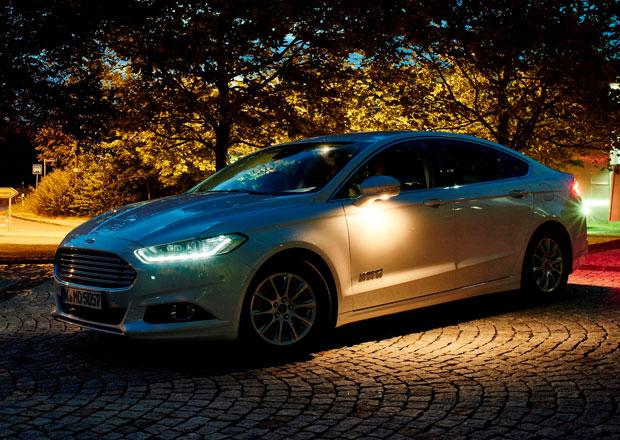 Ford vyvíjí inteligentní světlomety, osvětlí osoby i zvěř ve tmě