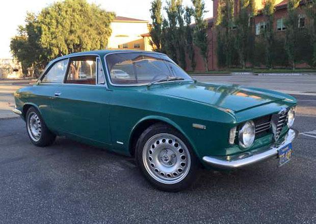 Zelená Alfa Romeo Giulia Sprint GTV prodána. Za 588 tisíc korun