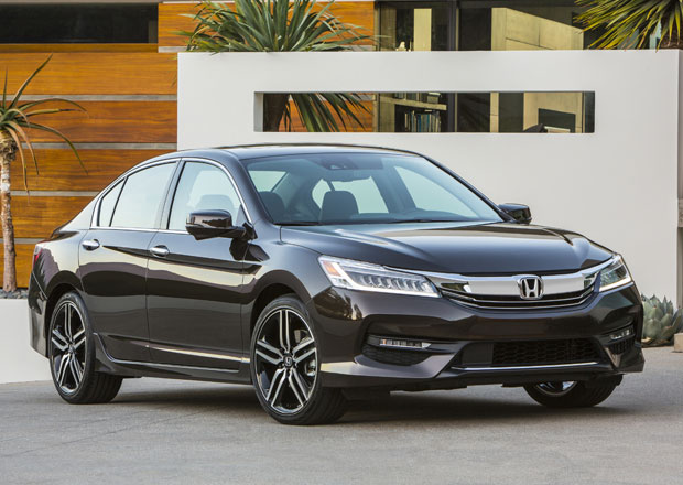Honda Accord 2016: Facelift pro Ameriku