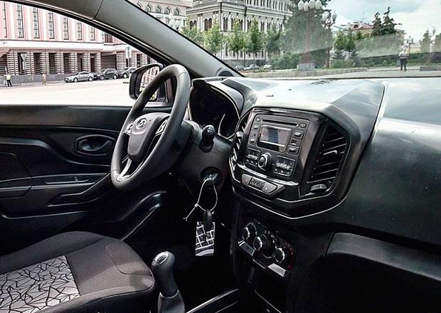 Lada odhaluje interi�r produk�n� verze XRAY
