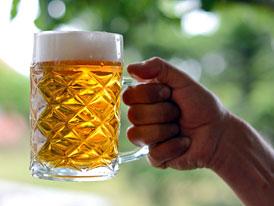 Za jak dlouho vyprchá jedno pivo? Poradíme, kdy můžete usednout za volant
