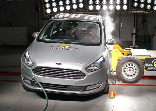 Euro NCAP 2015: Ford Galaxy a S-Max � P�t hv�zd pro sourozence