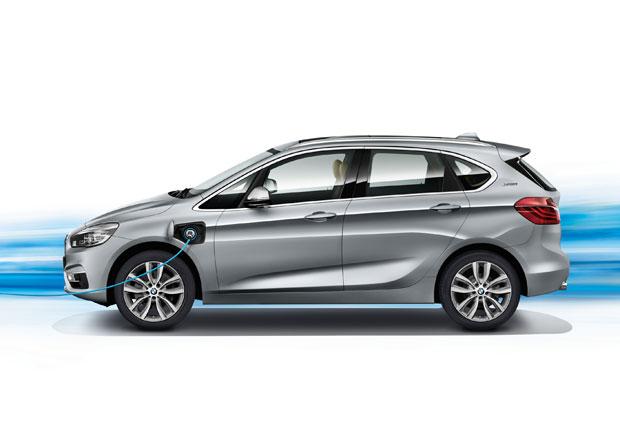 BMW 225xe Active Tourer: Plug-in hybrid za milion