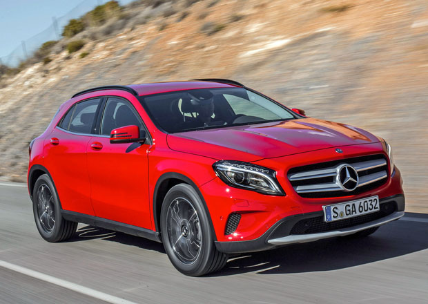 Mercedes v srpnu překonal v prodejích Audi i BMW