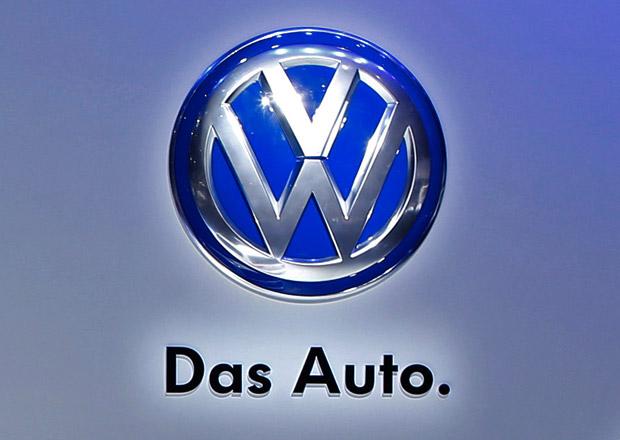 Akcie VW po skandálu s emisemi padají o 20 procent