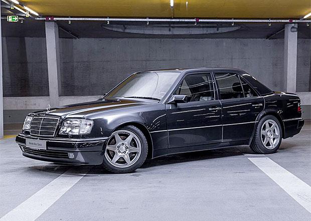 Raritn� Mercedes E 60 AMG Limited se uk�e v Berl�n�