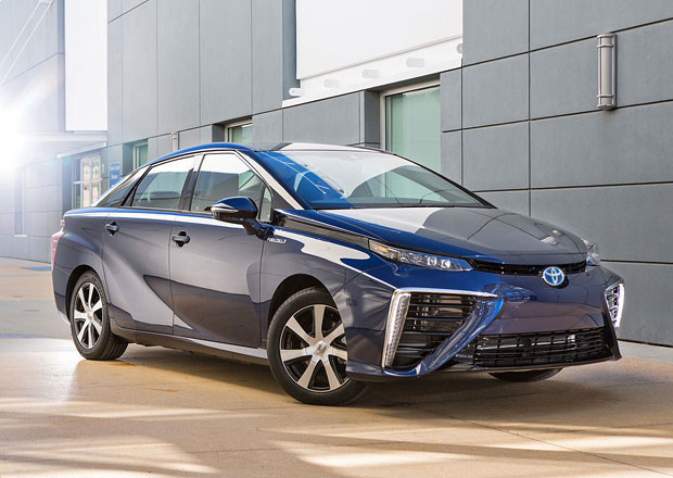 Toyota Mirai: Z�jemc� jsou tis�ce