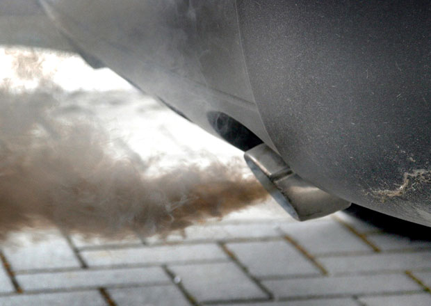 Německo testuje kvůli emisím auta více než dvou desítek značek