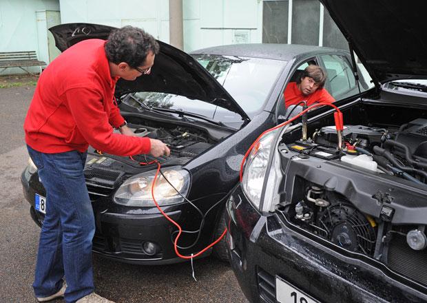 Jak se v zimě starat o autobaterii? A opravdu může při dobíjení vybouchnout?