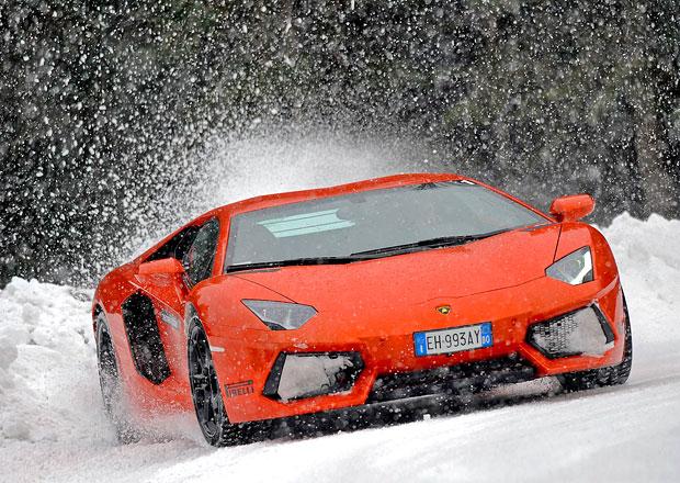 Videa a obří galerie superaut na sněhu a ledu: Jak to v zimě sluší Bugatti nebo Ferrari?