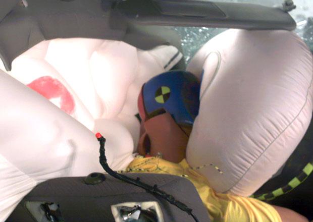 Takata svolá v USA dalších 35 až 40 milionů nafukovačů airbagů
