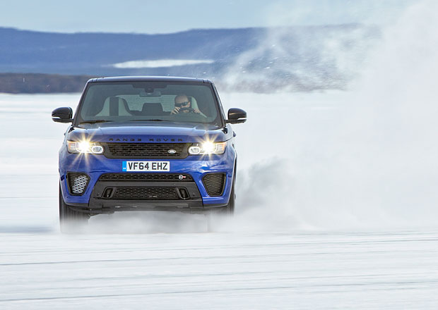 Range Rover Sport SVR v akci na ledov� replice okruhu Silverstone (+video)