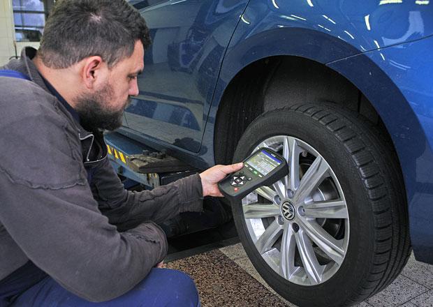 Měření tlaku v pneumatikách: Zatraceně drahé bezpečí