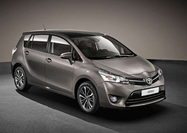 Toyota Verso 2016 má posílenou bezpečnost a hezčí interiér
