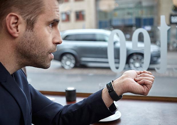 Volvo lze ovl�dnout hlasem prost�ednictv�m hodinek (+video)