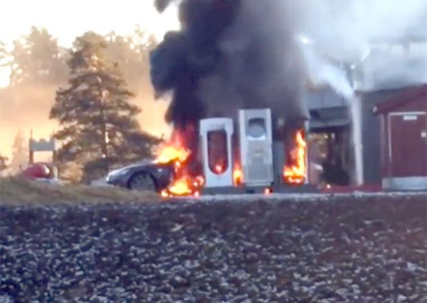 Video: Tesla Model S shořela při nabíjení na prach