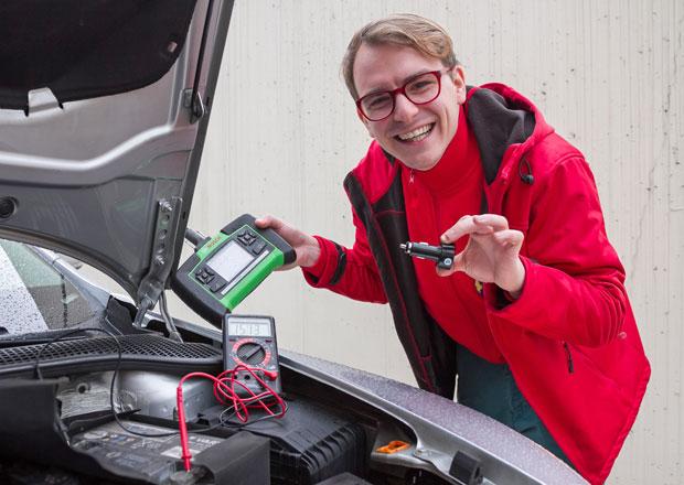 Kontrola napětí autobaterie: Třikrát měř