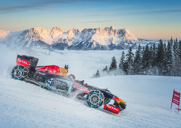 Tomu neuvěříte: Formule 1 se nebojí sněhu, řádí na sjezdovce v Alpách (videa)