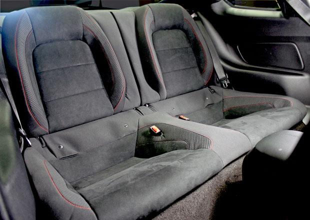 Ford Shelby GT350R Mustang: Zadn� sedadla nov� za p��platek
