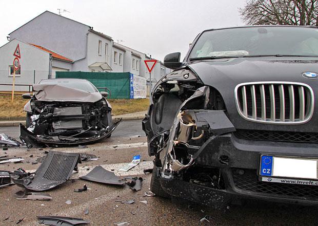 Téměř pětina aut v Česku je po nehodě špatně opravena, bazary je odmítají