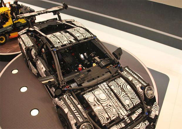 Lego: Postavte si Porsche 911 GT3 RS. I s kamufl��