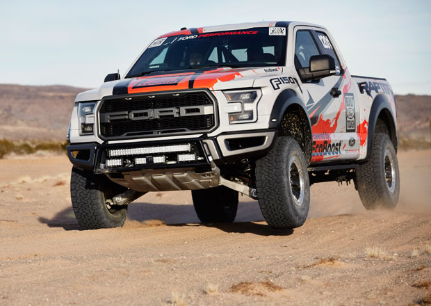 Ford F-150 Raptor m��� do pou�tn�ch z�vod�