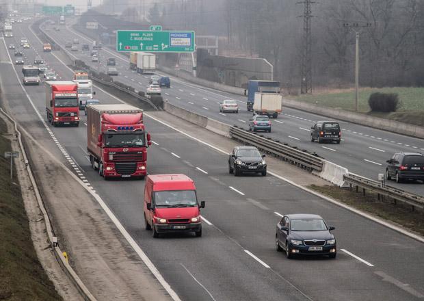 Počet aut na českých silnicích loni stoupl na 5,16 milionu