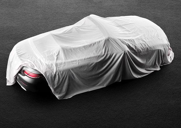 Kabriolet Mercedes-Benz třídy C se zatím ukrývá pod plachtou