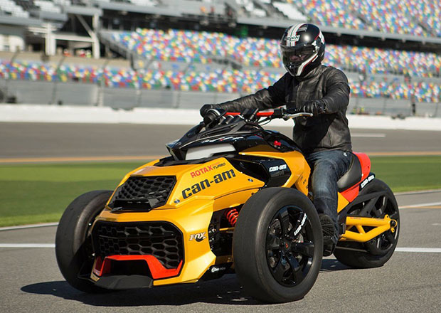 Can-Am Spyder F3 Turbo: Splašená tříkolka (+video)