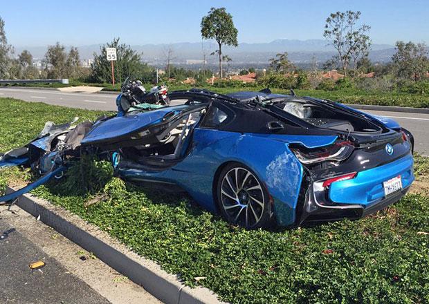 Zničené BMW i8: 1:0 pro míchačku