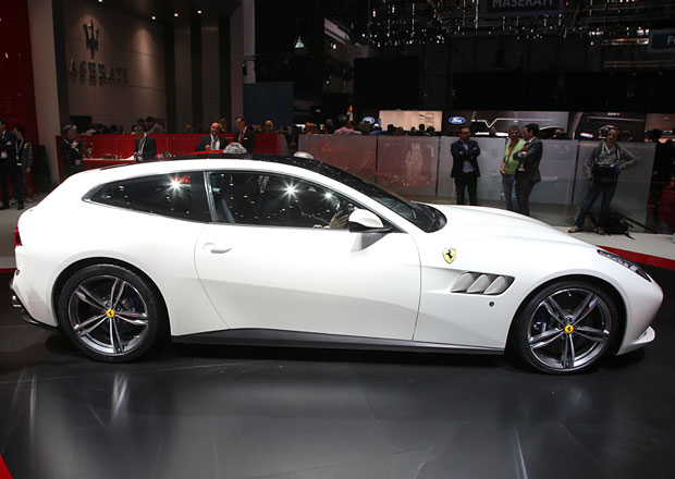 Chcete omládnout? Kupte si Ferrari!