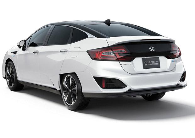 Honda Clarity pokořila Teslu Model S. V čem?