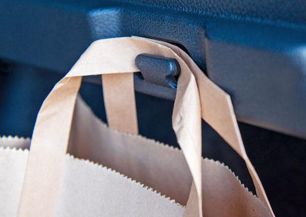 Nissan slaví kulatiny! Dvacet let háčku na tašky...