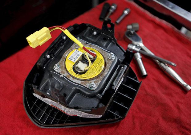 V USA hroz� svol�n� dal��ch a� 85 milion� nafukova�� airbag�