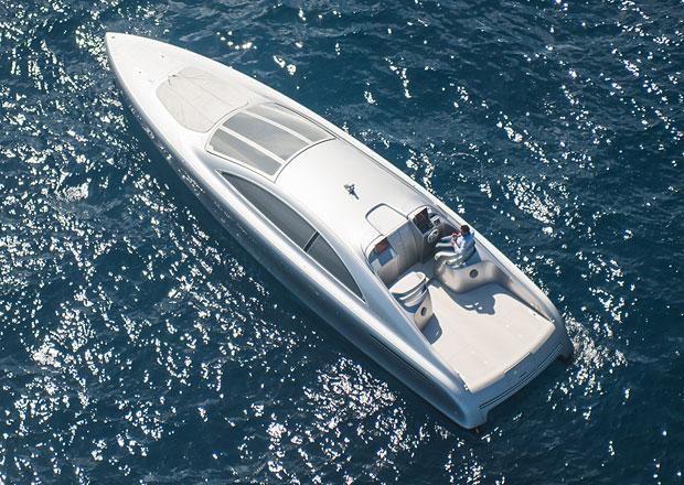 Mercedes-Benz Style Arrow460 Granturismo: Stříbrný šíp na vodě