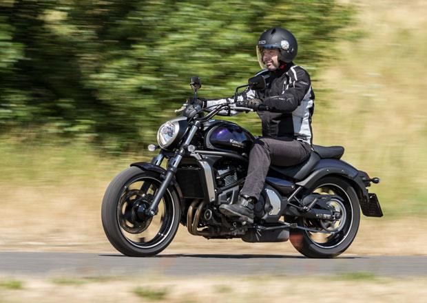 �idi�i nejsou podle auto�kol ohledupln� k motork���m-��k�m