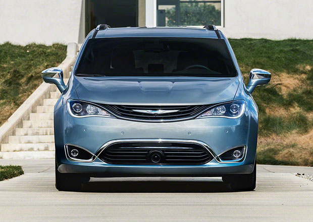 Fiat Chrysler navazuje partnerství s Googlem, postaví autonomní MPV
