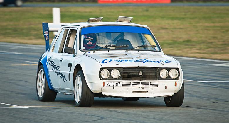 �koda 120 L V8: Z�vodn� bestie z Nov�ho Z�landu s osmiv�lcem Rover