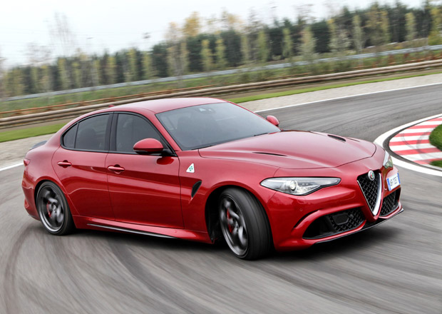 Alfa Romeo Giulia odhaluje technick� data. Co um� z�klad?