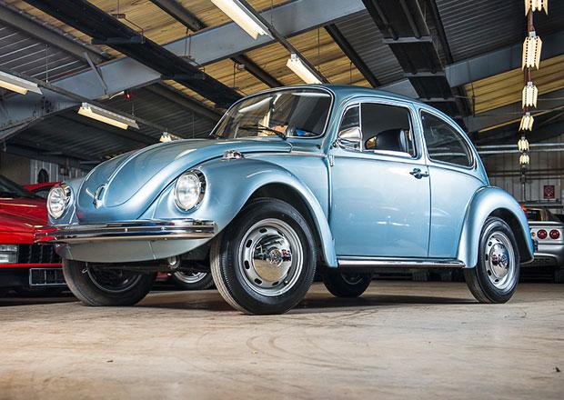 Takřka nejetý Volkswagen Brouk míří pod aukční kladívko