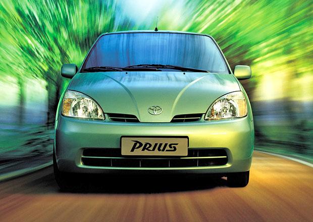 Toyota prodala u� dev�t milion� hybrid�, za�ala Priusem