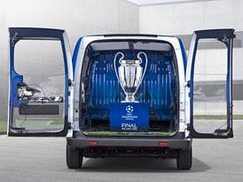 Nissan e-NV200 poveze poh�r pro v�t�ze Ligy mistr� UEFA