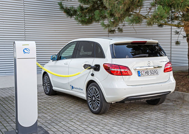 Mercedes-Benz pracuje na čtyřech nových elektromobilech