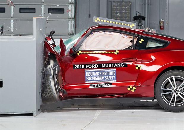 Ford Mustang a drsné crashtesty IIHS? Na výbornou to nebylo...