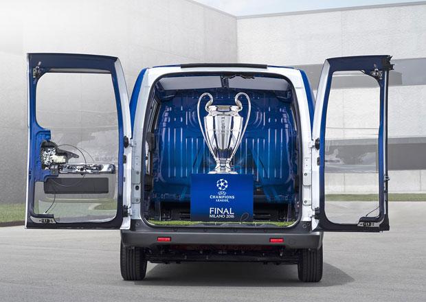 Nissan e-NV200 poveze pohár pro vítěze Ligy mistrů UEFA