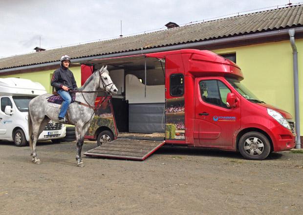Jak převáží koně Josef Váňa: Tiumenova limuzína