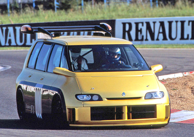 Renault Espace F1: Pamatujete na čtyřmístnou formuli v kabátku MPV?
