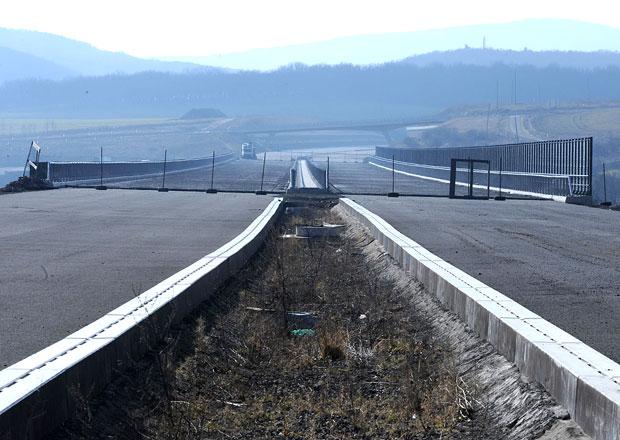 Nejvyšší kontrolní úřad: Stavba D8 má 15 let zpoždění, chybí ještě 17 kilometrů