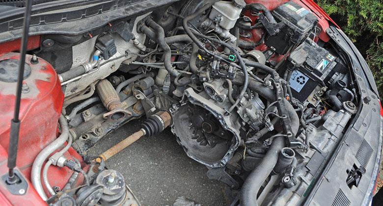 Zbyte�n� v�m�na agreg�tu hyundaie: Motor v kufru. Pro�?
