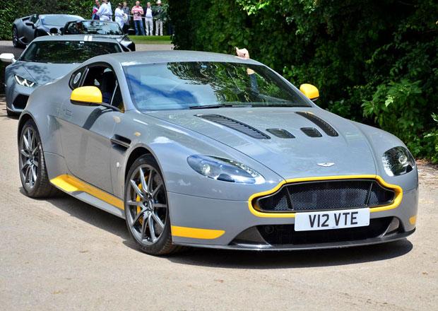 Výrobce luxusních vozů Aston Martin loni prohloubil ztrátu